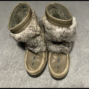 Manitobah half Mukluks size 10. Fit 10.5 or 11. Comfiest, warmest boots ever!